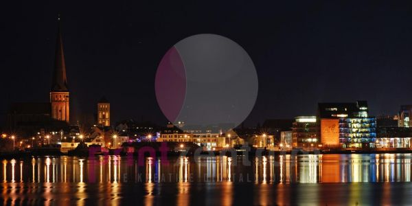 Rostock Skyline bei Nacht